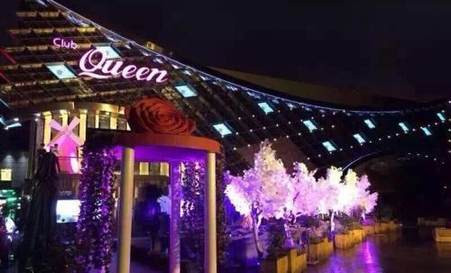 开一家皇后酒吧加盟店怎么样呢?