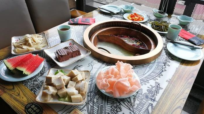 卧龍香烤鸭火锅